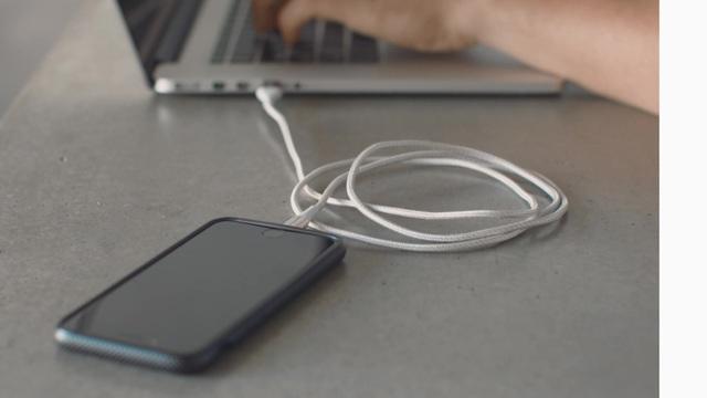 Belkin - mixit Duratek Lighntning- und USB-Kabel Video 3