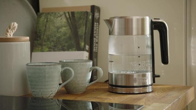 Russell Hobbs - Compact Home Mini-Glas-Wasserkocher Video 8